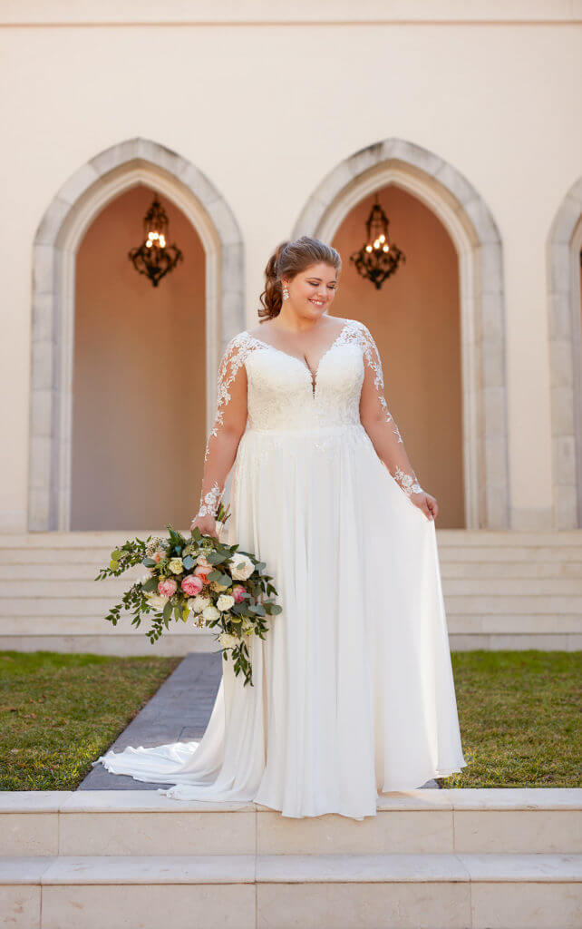 plus-sized bride in sheath gown