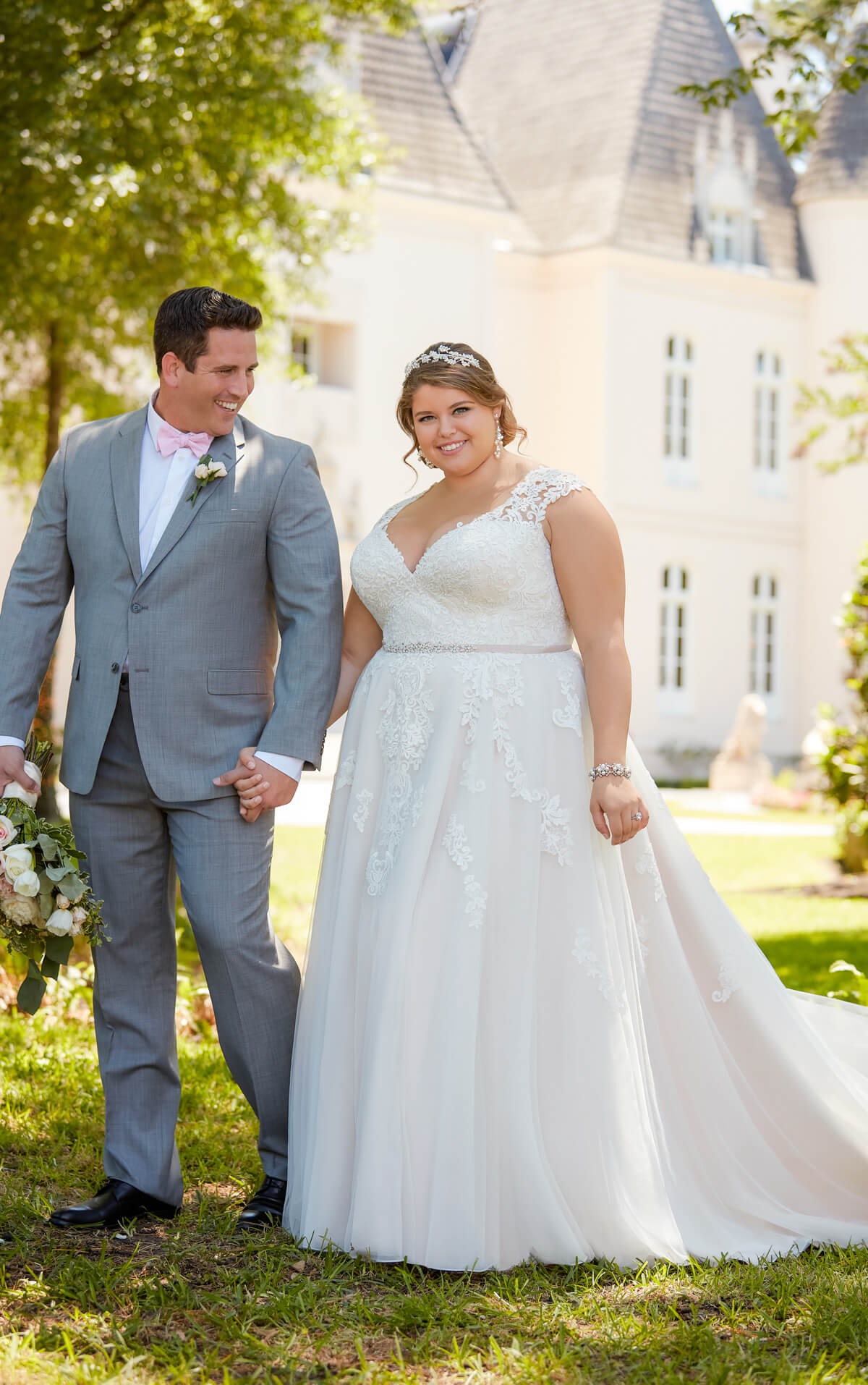 plus-sized bride in long gown with train and sweetheart neckline