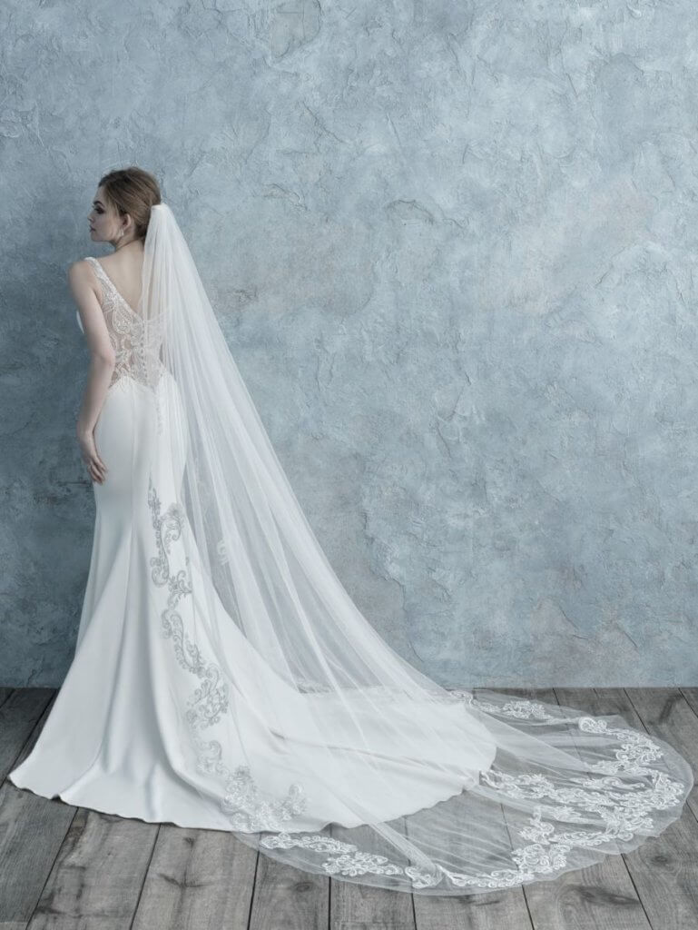long veil with lace appliqué edges